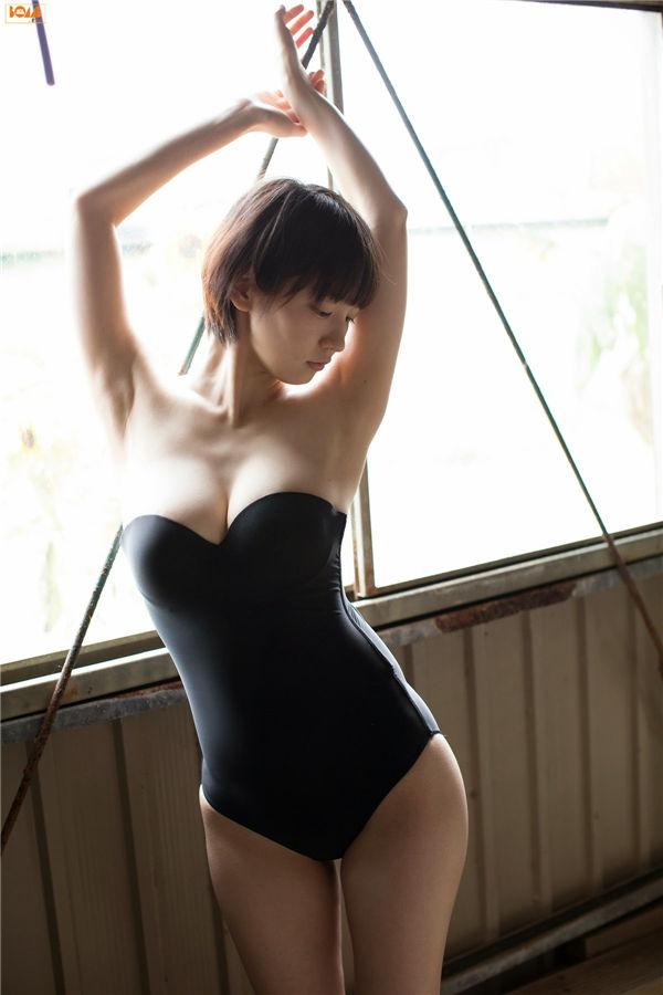 吉冈里帆写真集《[BOMB.tv] GRAVURE Channel 2014年10月号 Riho Yoshioka》高清全本[76P] 日系套图-第1张