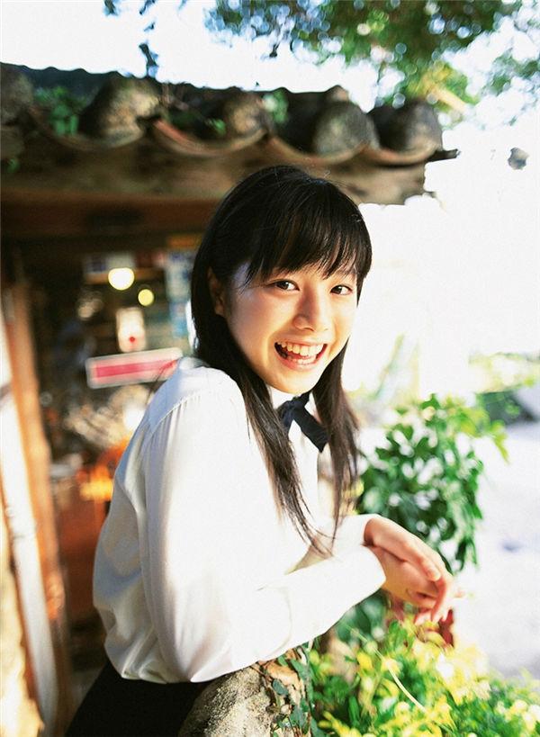 夏帆写真集《[YS Web] 2005.11 Vol.140 Kaho 夏帆 Original Smile-UNDERAGE!》高清全本[36P] 日系套图-第1张