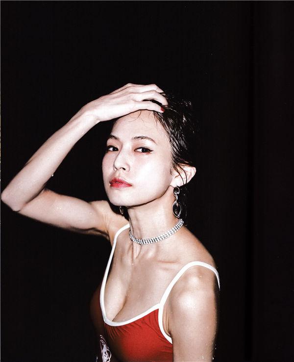 小野春菜写真集《SOMEWHERE》高清全本[128P] 日系套图-第5张