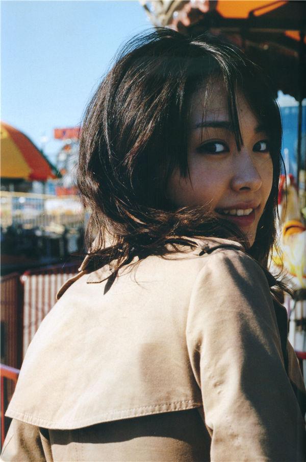 新垣结衣写真集《SHINCHO MOOK 月刊新垣结衣 SPECIAL》全本[116P] 日系套图-第3张