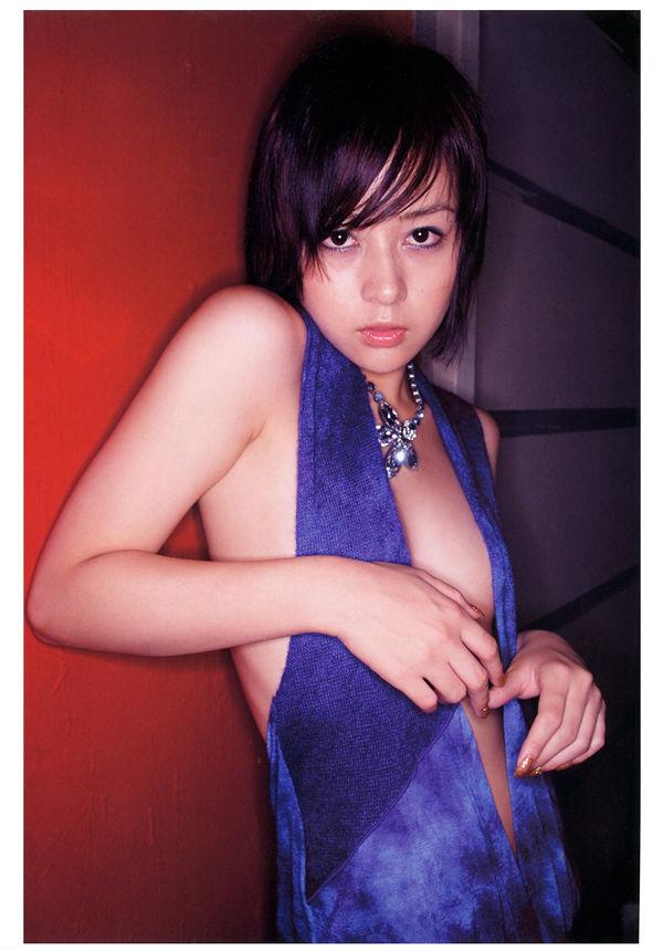 神户美雪写真集《Navi》高清全本[80P] 日系套图-第3张