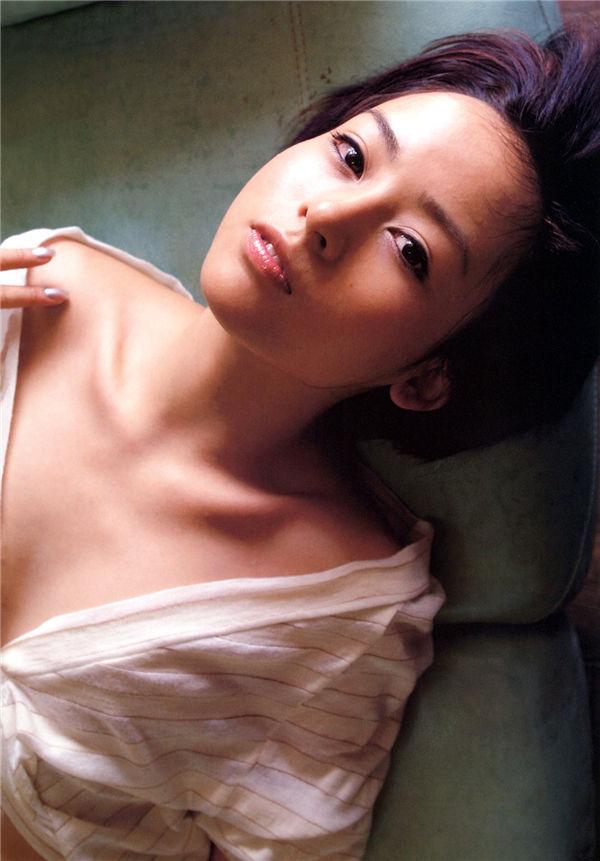 神户美雪写真集《Navi》高清全本[80P] 日系套图-第2张