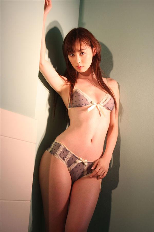 秋山莉奈写真集《TARGET》高清全本[60P] 日系套图-第5张