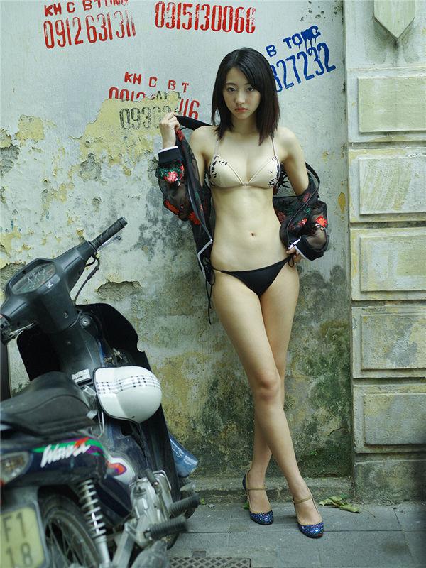 武田玲奈写真集《[WPB-net] Extra EX516 Rena Takeda 武田玲奈『路地を抜けると、そこは大人への入り口。』》高清全本[51P] 日系套图-第3张