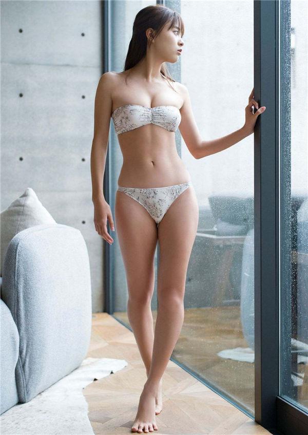新条由芽写真集《Elle est très belle》高清全本[31P] 日系套图-第4张