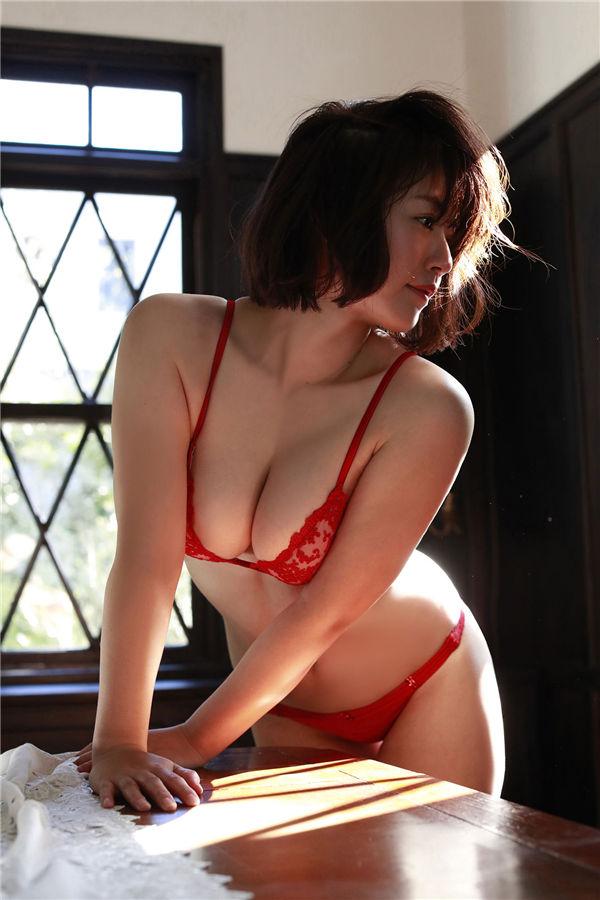 矶山沙也加写真集《抱きしめたいッ!》高清全本[83P] 日系套图-第5张