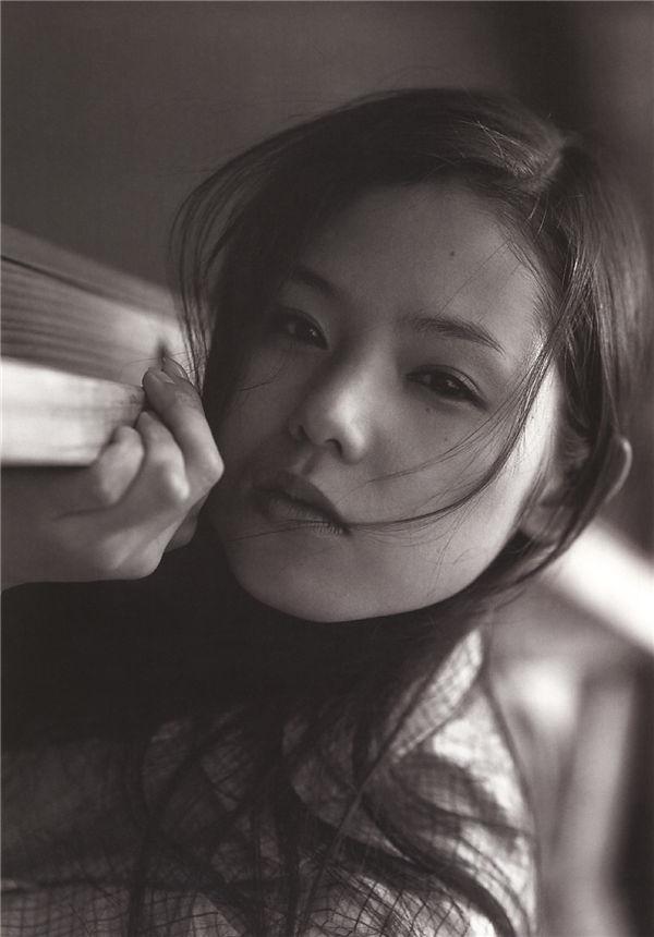 小西真奈美写真集《27》高清全本[160P] 日系套图-第2张